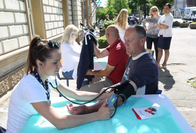 Visok krvni pritisak (hipertenzija): uzroci, simptomi i lečenje