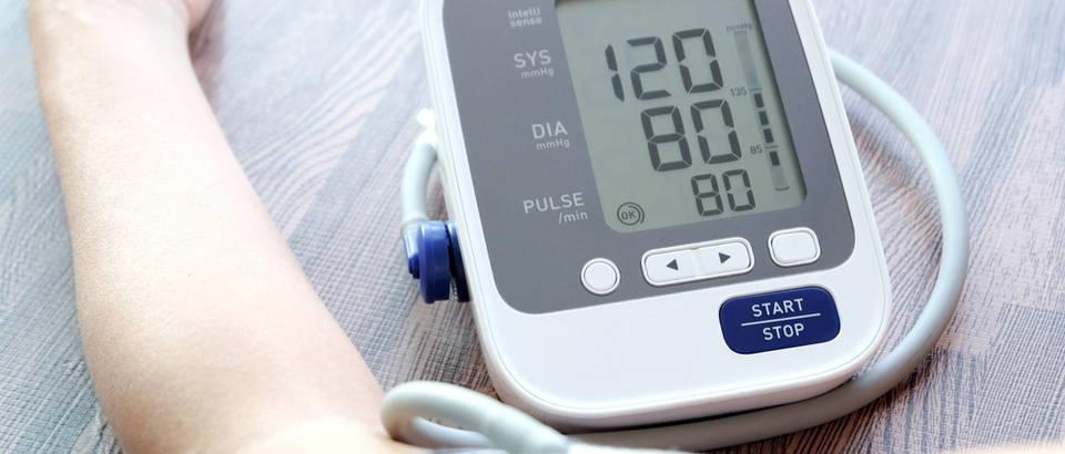 hipertenzija simptomima straha rezanje bol u srcu