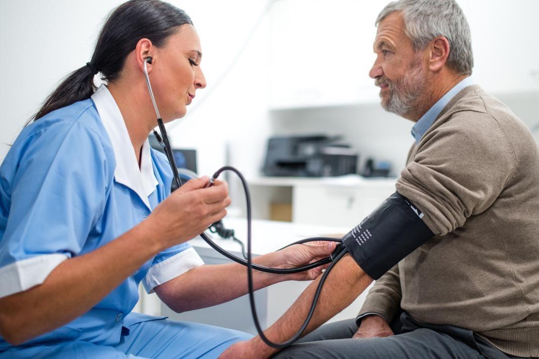 uho hipertenzija